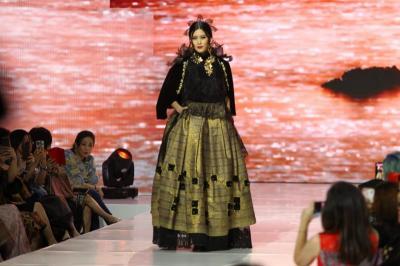 Tampilkan Tenun Lombok, Liliana Tanoesoedibjo Pukau IFF & The Masterpiece 2019