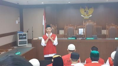 Jalani Sidang Perdana, Luthfi Pembawa Merah Putih Dapat Banyak Dukungan