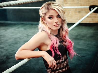 Potret Seksi Alexa Bliss Pegulat Cantik WWE yang Bikin Cowok Rela Dibanting