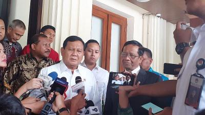 Prabowo Laporan ke Mahfud MD Tentang Alutsista hingga 3 WNI yang Disandera di Filipina