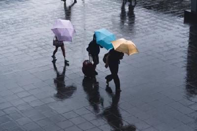 Akhir Pekan, Sebagian Wilayah Jakarta Diprediksi Hujan