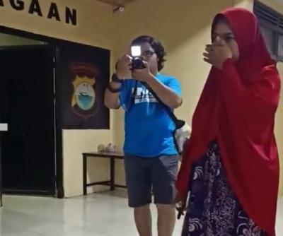 Polisi Tangkap Ibu yang Viral Tampar Siswi saat Pembagian Rapor