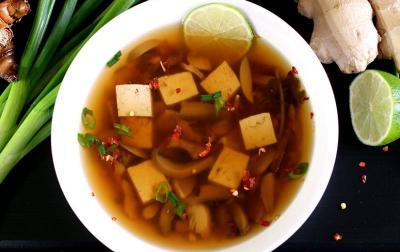 Asam Pedas Sup Tahu Tom Yam, Bikin Makan Malam Tambah Semangat!