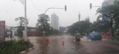 Pagi Ini Jalanan di Jakpus Tergenang Akibat Diguyur Hujan Deras