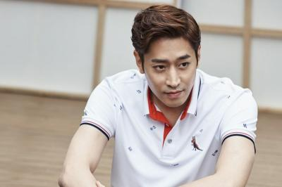 Eric Shinhwa Pamer Kemampuan Memasak dalam Yoo Byul Na! Chef Moon
