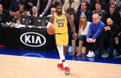 Bangganya LeBron James Bawa Lakers Hajar Knicks