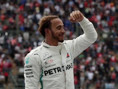 Legenda F1 Sebut Hamilton Lebih Berbakat dari Senna dan Schumacher