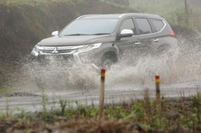 Cara Mitsubishi Bikin Mobil Konsumen Nyaman di Musim Hujan