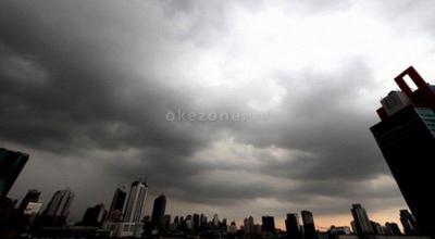 BMKG Prediksi Hujan Lokal Guyur Jakarta Pagi Ini