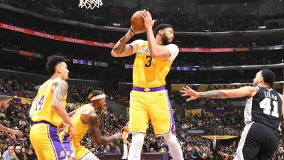 LA Lakers Tumbangkan San Antonio Spurs 129-102