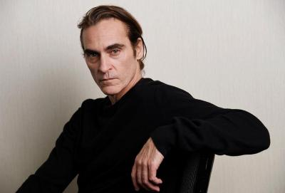 Disney Incar Joaquin Phoenix Bintangi Live Action Peter Pan