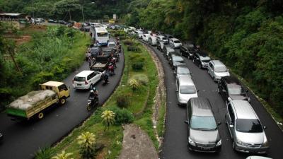 Ada Perbaikan Longsor, Pengendara dari Bandung ke Jakarta Diminta Lewat Jalur Alternatif