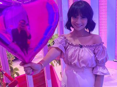 Rayakan Valentine, Vanessa Angel Tampil Gemas Pamer Baby Bump