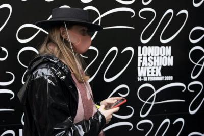 Gara-Gara COVID-19, Pengunjung London Fashion Week 2020 Alami Penurunan