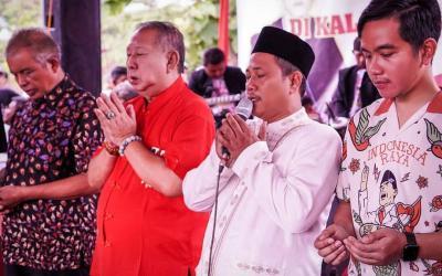 Gibran Rakabuming Blusukan di Solo Pakai Kaus Kartun Presiden Soekarno