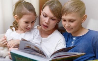 Ajarkan Anak Kenali Emosi lewat Mendongeng 30 Menit Sehari