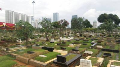 Ashraf Sinclair Meninggal Dunia, Ini Hukum dan Adab Mengiringi Jenazah ke Pemakaman