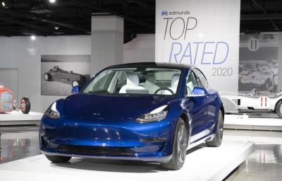 Tesla Pakai Baterai Berbiaya Murah untuk Mobil Listriknya