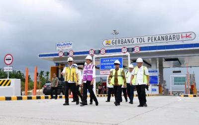 Tinjau Tol Pekanbaru-Dumai, Presiden Jokowi Harap Mobilitas Orang & Barang Lebih Cepat