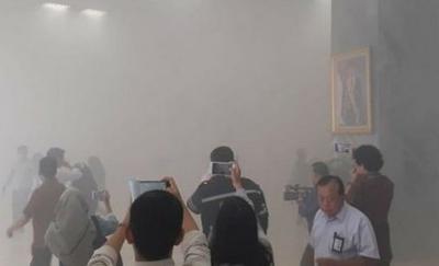 Proses Pemadaman Api di Gedung Nusantara III DPR Masih Berlangsung