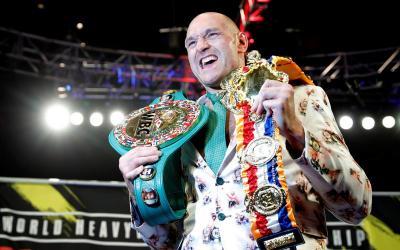 Rayakan Kemenangan atas Wilder, Tyson Fury Berpesta dengan Penggemar