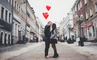 Mengapa Jatuh Cinta Rasanya Tak Tertahankan? Ini Penjelasannya
