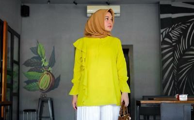 4 Gaya Hijab Bernuansa Kuning, Bikin Penampilanmu Makin Ceria