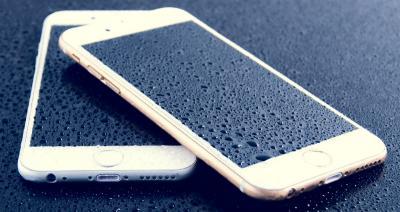 Perhatikan 4 Langkah Ini Bila Ponsel Terendam Banjir