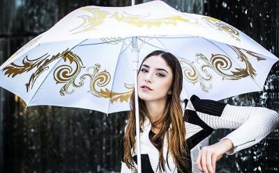 Tetap Cantik saat Musim Hujan, Simak Tips Makeup Ini