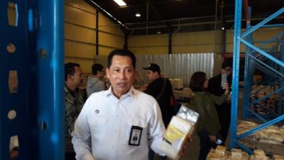 Banjir, Distribusi Beras Bulog Gunakan Truk TNI