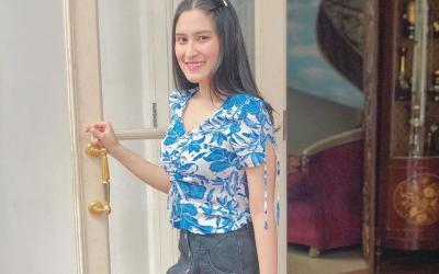 Paras Cantik Angbeen Rishi Berbalut Outfit Santai nan Modis