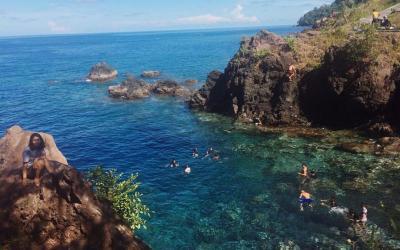 Pesona Pantai Air Panas Satu-satunya di Indonesia Bikin Takjub