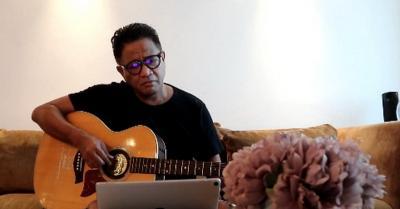 Serukan Lawan Corona, Andre Hehanussa Ciptakan Lagu Di Rumah Aja