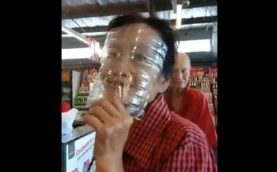 Belanja Sembako Pakai Masker Botol Pastik, Emak-Emak Ini Viral