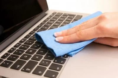 Tips Jitu Membersihkan Keyboard Laptop saat Work From Home