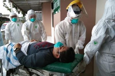 Tangani Pasien Corona, IDI: APD Harus Disediakan Kontinu Tanpa Terputus