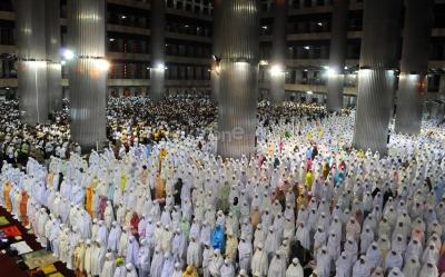 Corona Mewabah, Umat Islam Diimbau Salat Tarawih dan Idul Fitri di Rumah