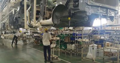 Permintaan Menurun, Industri Otomotif Diminta Tetap Produksi