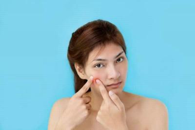 Perempuan yang Punya Rambut Tubuh Lebih Banyak Mudah Jerawatan?