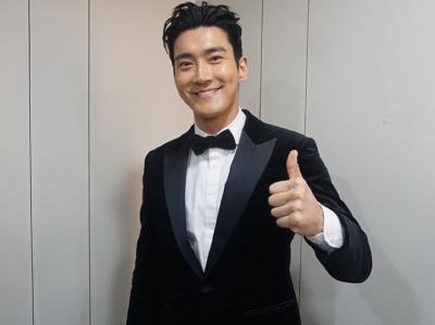 4 Padu Padan Outfit ala Siwon Choi agar Terlihat Awet Muda