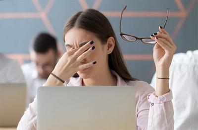 Tips agar Mata Tak Cepat Lelah saat Tatap Layar PC dan Smartphone