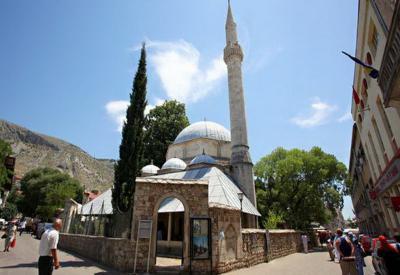 Indahnya Masjid Karadoz Bey, Warisan Kekaisaran Utsmaniyah di Bosnia