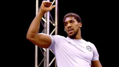 Anthony Joshua Tanggapi Laga <i>Comeback</i> Mike Tyson