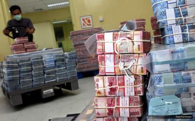 Rupiah Ditutup Melemah Tipis ke Rp14.715 USD