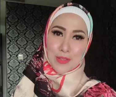 3 Gaya Hijab ala Venna Melinda, Cantik dan Elegan