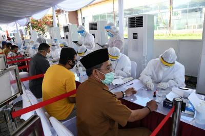BIN Gelar Rapid dan Swab Test Massal di Zona Merah Tangerang
