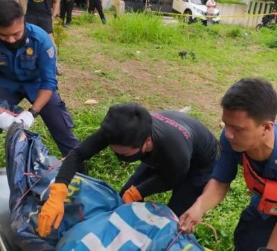 Mayat Pria Tanpa Identitas Ditemukan Tersangkut di Tepi Kali Pesanggrahan Depok