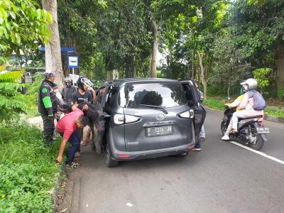 Driver Ojol Terkapar Ditabrak Mobil Ngebut di Bogor