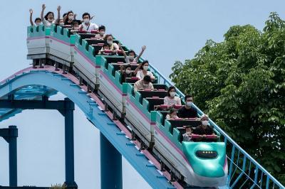 New Normal di Jepang, Naik Roller Coaster Dilarang Teriak