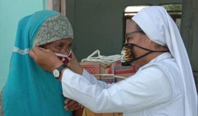 Viral Suster Katolik Jalan Kaki 73 KM demi Bagikan Masker ke Umat Muslim